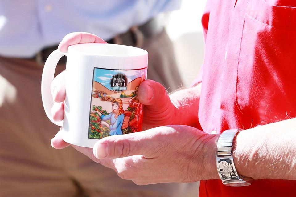 Độc đáo bộ quà lưu niệm tại thị trấn PhinDeli